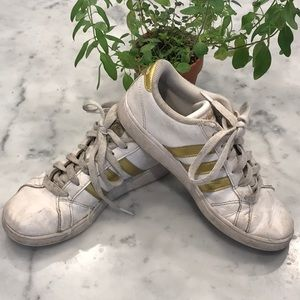 Adidas youth gold sneakers, 2.5